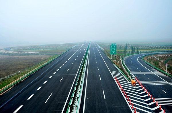 高速公路标线施工